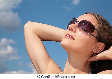 solglasögon, kvinna, sky, ansikte