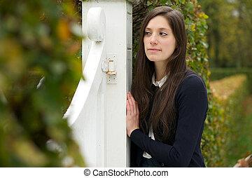 solitaire, jeune femme, dehors, dans parc
