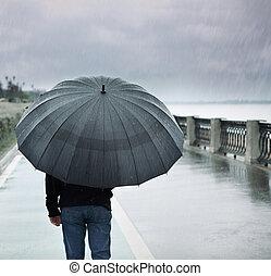 solitario, ombrello, pioggia, uomo
