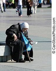 solitudine, povertà