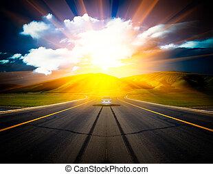 sollys, above, den, road.