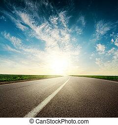 solnedgång,  över, skyn, väg, asfalt