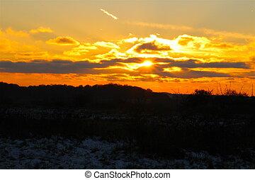 solnedgång, över, vinter, äng