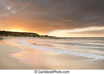 solnedgång strand