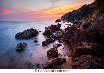 solnedgångsky, hos, laem, chabang, kust, in, chonburi, östlig, av, thailand