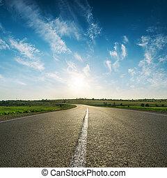 solnedgang, ind, blå himmel, hen, asfalter vej