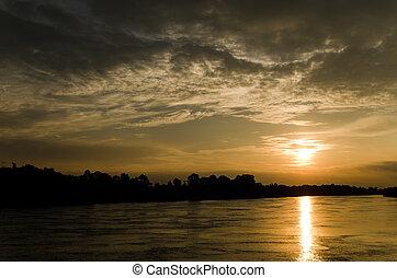 solnedgang, på, den, flod