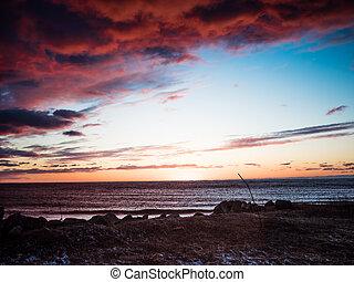 solnedgang, på, den, kyst, i, riga, afgrunden