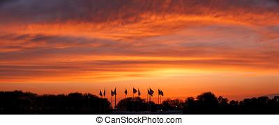 solnedgang, på, flag, plaza, stat frihed parker, nye, jersey., panoramic.