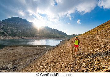 solo, montagne, escursionismo donna