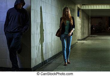 solo, mujer, ambulante, noche