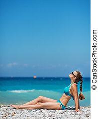 solsken, avnjut, strand, kvinna