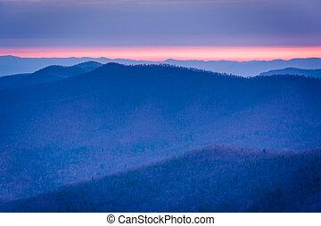soluppgång, synhåll, av, lagrar, av, den, blå ås, från, blackrock, topp, in, shenandoah nationell park, virginia.