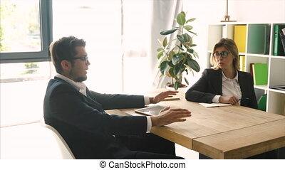solution., conversation, gens, réaliser, bureau, ordre, acceptable, bureau affaires