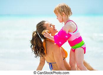 som, concha, mar, dar, escutar, mãe, menina bebê, praia