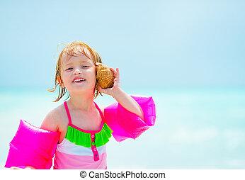 som, concha, mar, escutar, bebê, retrato, menina, praia