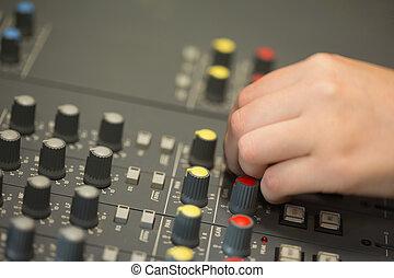 som, escrivaninha misturando, trabalhando, mão
