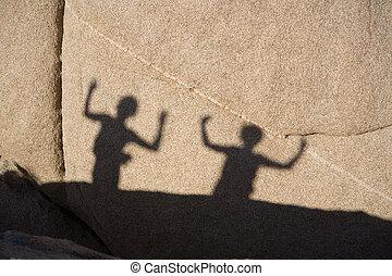 sombra, juego, de, niños, con, escénico, rocas, en, arbol...