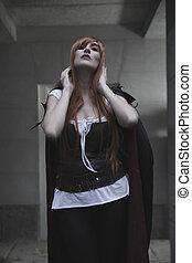 sombre, beauté, sous, pluie, cheveux rouges, femme, à, long, manteau noir
