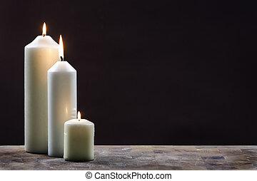 sombre, bougies, trois, fond, contre