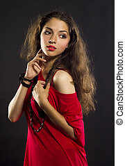 sombre, femme, jeune, longs cheveux, tissu, portrait, rouges