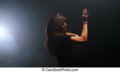 sombre, femme, longs cheveux, danse, jeune