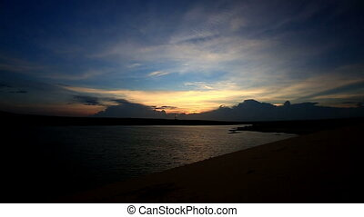 sombre, lac, panorama, clody, coucher soleil, sous, ciel, profond