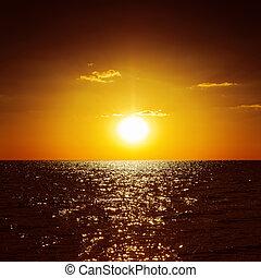 sombre, orange, coucher soleil mer
