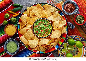 sombrero, nachos, virutas de la tortilla, guacamole