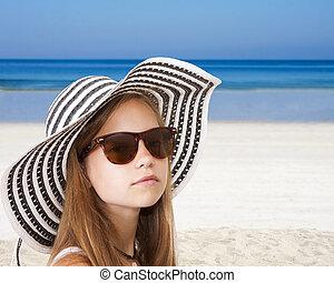 sombrero, niña, playa