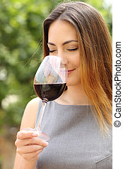 Somelier woman smelling red wine - Somelier woman smelling ...