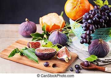 sommar frukt, bakgrund, med, druva, apelsin, och, figs., frisk mat