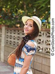 sommar, kvinna, natur, väska, mode, framställ, bakgrund, hatt, lycklig