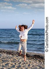 sommar, litet, scen, hoppning, flicka, strand, lycklig