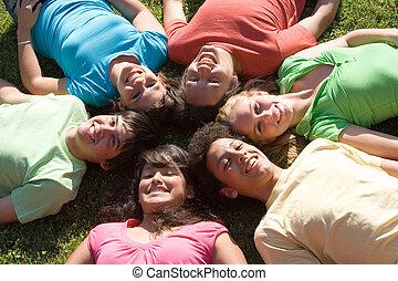 sommar skämtar, grupp, läger, mångfaldig, leende glada