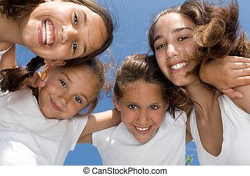 sommar skämtar, läger, flickor, eller, le, grupp, barn, lycklig