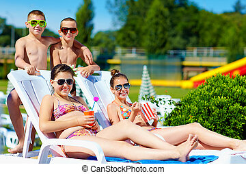 sommar, tonårig, lurar, grupp, parkera, vatten, avnjut