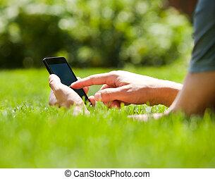 sommar, utomhus, rörlig telefonera, användande, smart, man
