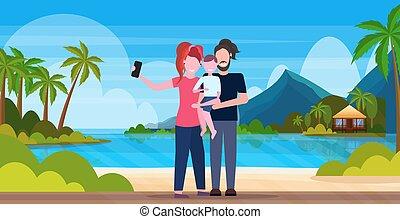 sommer, begriff, familie aufnahme, selfie, sohn, voll, stehende , vater, urlaub, tropische , fotoapperat, sandstrand, smartphone, hintergrund, horizontal, insel, nehmen, strand, zusammen, länge, mutter