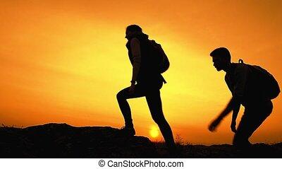 sommer, familie, felsig, wandern, reisende, reise, junger, spur, abenteuer, glücklich, rucksäcke, concept., sunset.