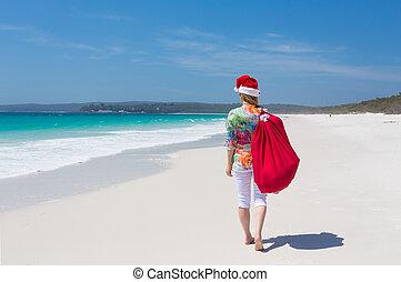 sommer, gehen, australia, festlicher, hut, -, frau, santa, entlang, sandstrand, weihnachten