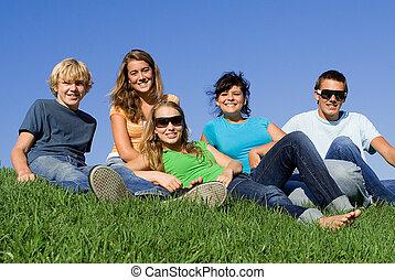 sommer, gruppe, studenten, jungendliche, oder, glücklich