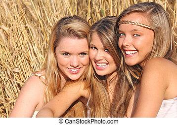 sommer, mädels, mit, gesunde, weiße zähne, und, lächelt