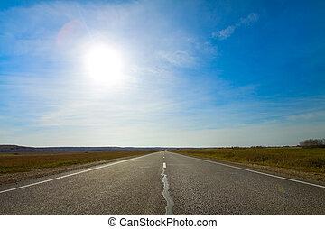 sommerlandschaft, mit, ländliche straße, und, sonne, in, blauer himmel
