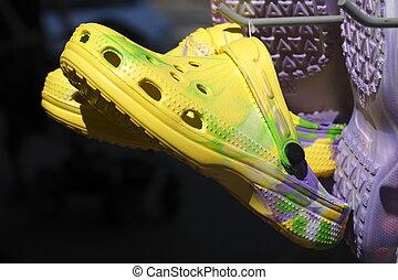Crocs Schuhe - Sommerschuhe Crocs Schuhe auf einem...