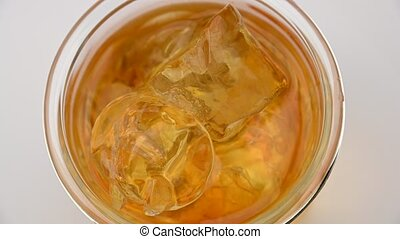 sommet, cubes glace, whisky, rotation, verre, vue