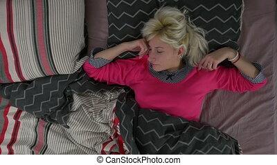 sommet, femme, vue, lit, dormir