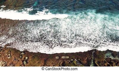 sommet, irrigation, océan, indonésie, géant, vidéo, écumer, lent, vue, jour, ensoleillé, mouvement, bali, vagues