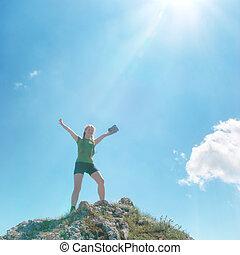 sommet montagne, femme, heureux