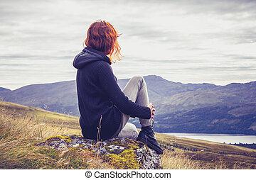 sommet montagne, femme relâche